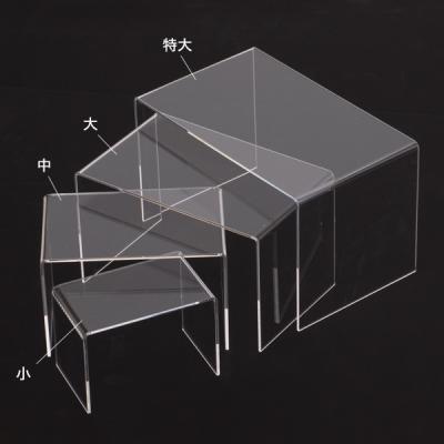 外観事例:明かりの灯ったコの字型住宅(桂木の家